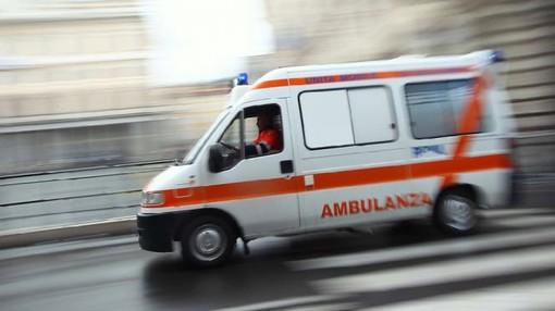 Canavese, auto sbanda e finisce fuori strada: famiglia francese di 5 persone ricoverata in ospedale