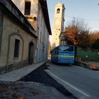 Nuovo marciapiede: la minoranza di Bricherasio chiede protezioni per i pedoni e lo stop dei bus [VIDEO]