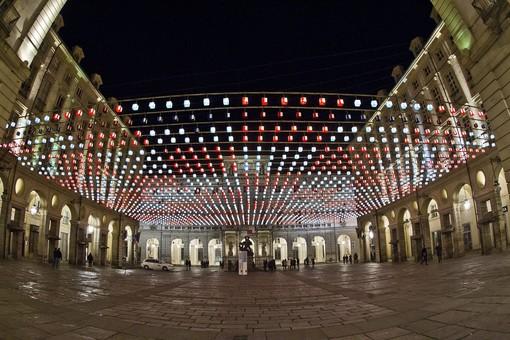 """""""Luci d'Artista"""" accende 26 opere tra centro e periferia (rischiarando anche il commercio)"""