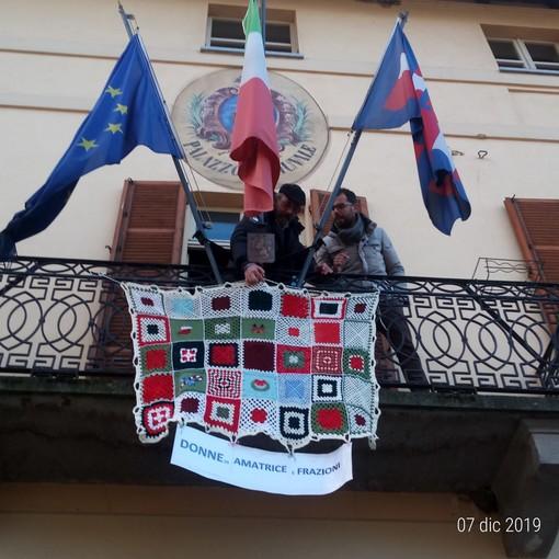Le coperte solidali esposte lo scorso week end