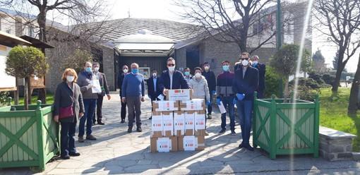 Le comunità cinesi donano migliaia di mascherine ai Comuni del Pinerolese (FOTO)