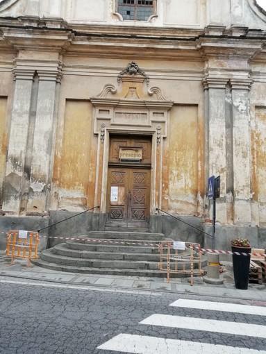 Lavori in vista sulla facciata di San Bernardino a Bricherasio