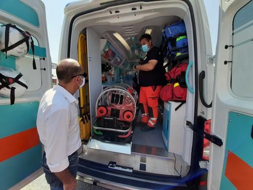 Valmora dona alla Croce verde di Bricherasio un'ambulanza a misura di Covid-19 (FOTO)