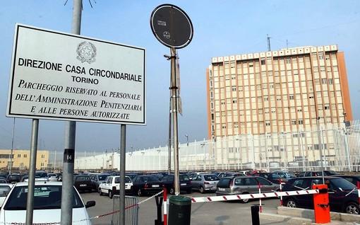 Agente preso a calci da detenuto in carcere: è allarme violenza alla Casa Circondariale di Torino