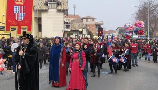 Settimo, grande successo per il corteo allegorico di Carnevale