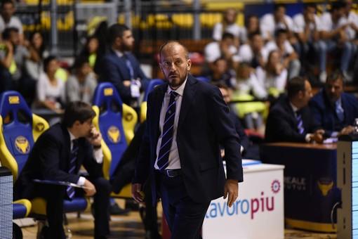 """Reale Mutua Basket, coach Cavina: """"Dovremo abituarci a giocare ogni tre giorni"""""""