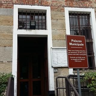 Anziani cumianesi invitati a una riunione in municipio: il sindaco segnala la tentata truffa