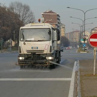 Torino, contro lo smog avviato un piano straordinario di lavaggi stradali