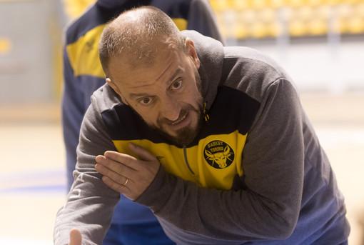 """La Reale Mutua Basket Torino a Napoli. Cavina: """"Concentrati e determinati"""""""