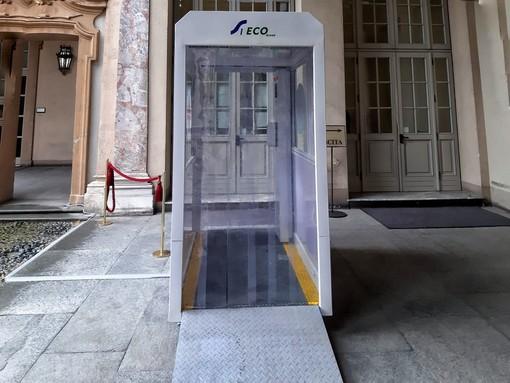 La cabina di disinfezione da Covid-19 installata a Palazzo Lascaris