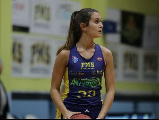 Basket femminile, la Akronos Moncalieri conferma la sua capitana: rinnova Claire Giacomelli