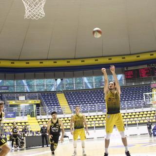 La Reale Mutua Basket Torino dà spettacolo davanti al proprio pubblico e vince gara 1