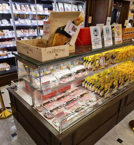 Successo per la due giorni di degustazione del Crudo di Cuneo DOP nel negozio Biraghi di Torino