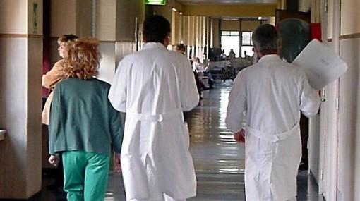 """Covid, il sindacato dei medici scrive a Cirio e al ministro Speranza: """"In Piemonte serve un lockdown totale"""""""