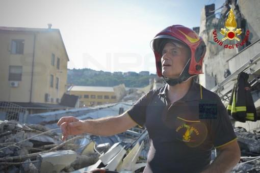 """Crollo ponte, il """"day after"""" di Genova, tra polemiche e cordoglio. Pochi disagi per il rientro dei torinesi, dirottati su Savona (VIDEO)"""