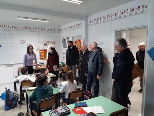 Cumiana inaugura il villaggio scolastico: «È una soluzione provvisoria che durerà qualche anno» (FOTO)