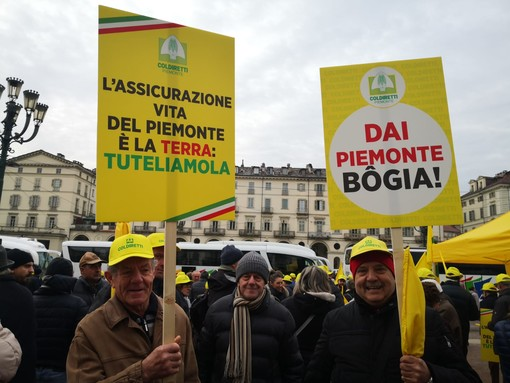 Migliaia di agricoltori in piazza a Torino attaccano: ''Giunta Cirio immobile'' [FOTO e VIDEO]