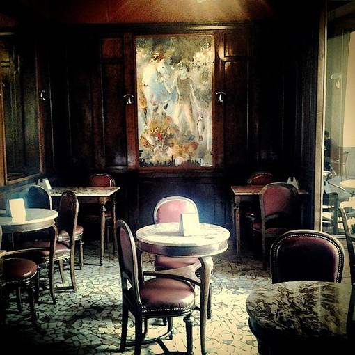 Il Caffè Elena di Torino compie 130 anni, tra Giuseppe Carpano e Cesare Pavese