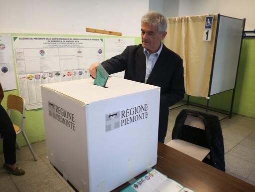 Europee e Regionali, Chiamparino al voto con il figlio Tommaso