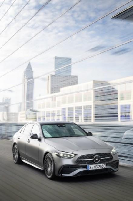 Nuova Mercedes-Benz Classe C: sei versioni a partire da 50.990 euro