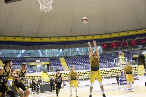 La Reale Mutua Basket Torino supera Napoli e la aggancia in vetta