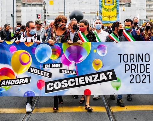 Migliaia al Torino Pride: la feste per i diritti Lgbt riempie le vie del centro [FOTO]