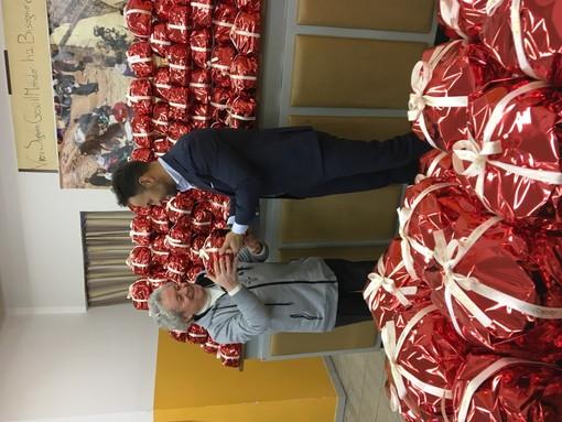 Donati centinaia di panettoni alla 'Mensa dei Poveri' di Torino