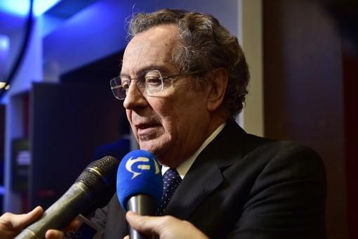 Intesa Sanpaolo mette un milione di euro per sostenere la ricerca anti Covid-19