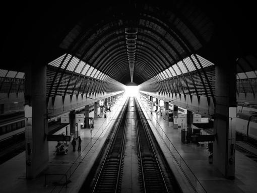 Investimento mortale lungo la linea ferroviaria Torino-Savona: circolazione interrotta