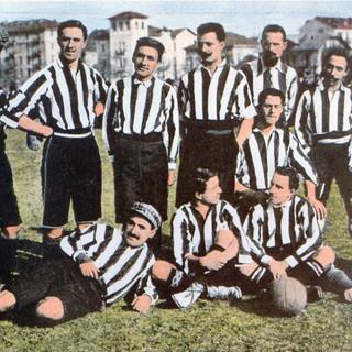 La storia romanzata della maglietta della Juventus. Dal rosa alle strisce: quando il caso ci mette lo zampino
