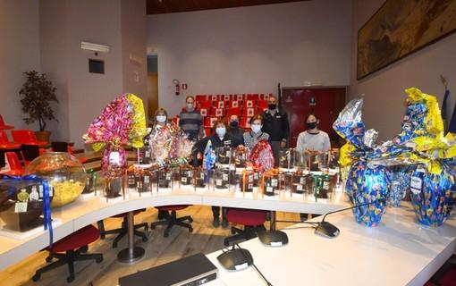 Bardonecchia, con la lotteria delle uova pasquali raccolti 2000 euro per la Caritas