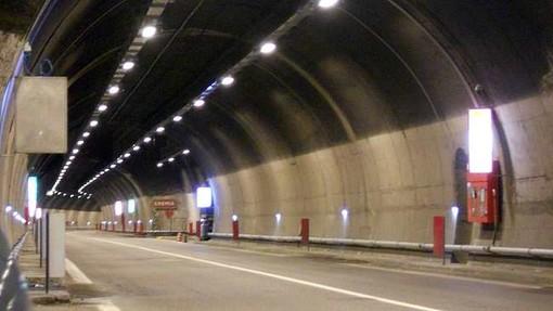 """Manutenzione notturna delle gallerie di Cesana e Claviere sulla statale 24 """"del Monginevro"""""""
