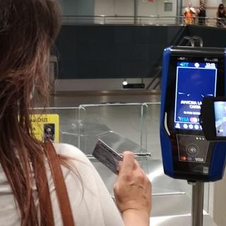 """Rivoluzione Gtt: in metro e sui bus si paga """"contactless"""" con carta di credito [FOTO E VIDEO]"""