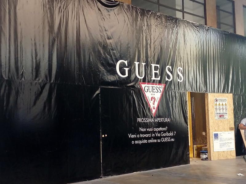 Negozi con prodotti Guess a Torino