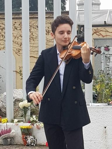 Il violinista Gioele Pierro durante l'esibizione dello scorso anno