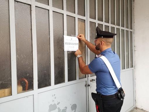 Scoperto  dai carabinieri un laboratorio clandestino: lavoro nero e nessuna igiene [FOTO e VIDEO]