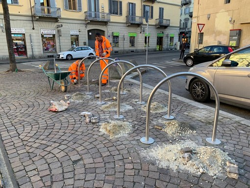 San Donato, in piazza Paravia sono arrivati gli archetti porta-bici