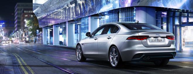 Jaguar XE: nuove tecnologie connesse e alimentazione mild-hybrid