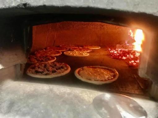 Pizze nel forno alla Bussola di Luserna San Giovanni