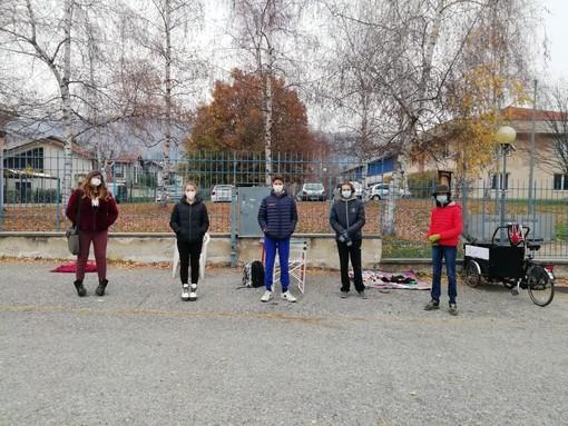 A Luserna San Giovanni primo giorno di scuola davanti ai cancelli delle medie [FOTO]