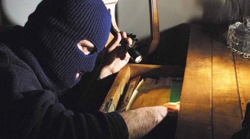 Moncalieri, furto in villa nella notte tra giovedì e venerdì: 30 mila euro il bottino