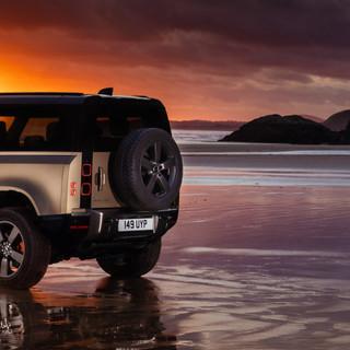 Land Rover Defender incoronata Supreme Winner Women's World Car of the Year 2021