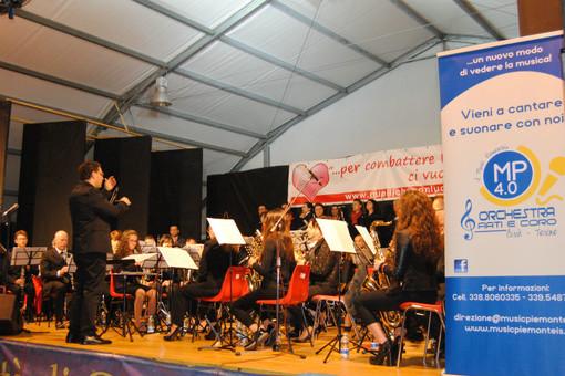 """I Music Piemonteis eseguono """"A Million Dreams"""" per Santa Cecilia"""
