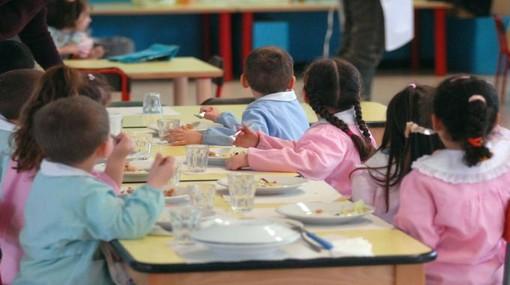 """9.500 studenti scelgono il """"panino da casa"""", ma la fuga dalle mense scolastiche torinesi rallenta"""
