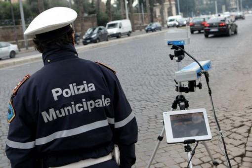 """Sfreccia in moto a 172 km orari in corso Potenza. Ma il record non piace al comandante dei vigili: """"Sconsiderato"""""""