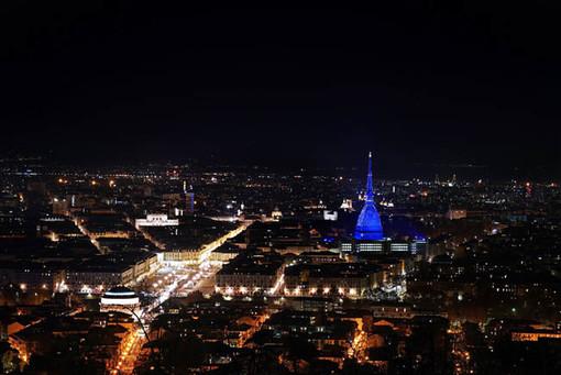 Torino propone un turismo senza Covid. E la Mole si illumina per festeggiare