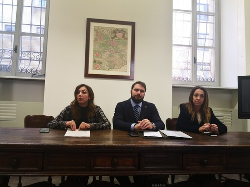 Coronavirus, Comune proibisce mascherine ai dipendenti: Fratelli d'Italia attacca Appendino