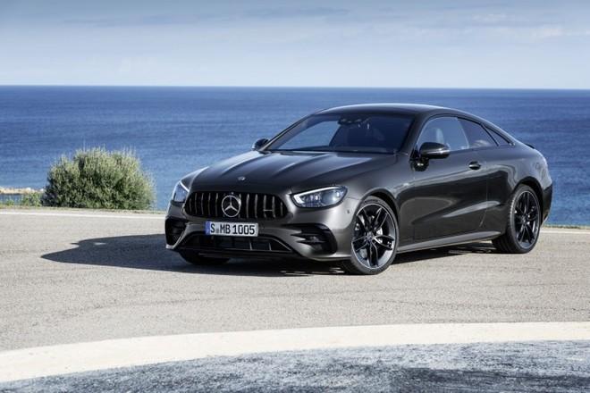 Nuova Mercedes-AMG E 53 4MATIC+ Coupé e Cabriolet: più identità del marchio, più sportività, più personalità