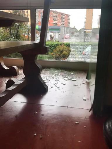 Un ladro colpisce all'Albergian di Pinerolo: sradicate le due casse e il monitor delle telecamere