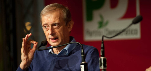 Piero Fassino in conferenza